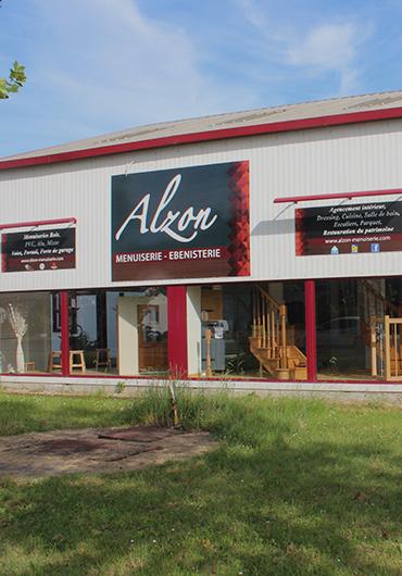 Devanture du showroom de la menuiserie Alzon à Chinon (37)